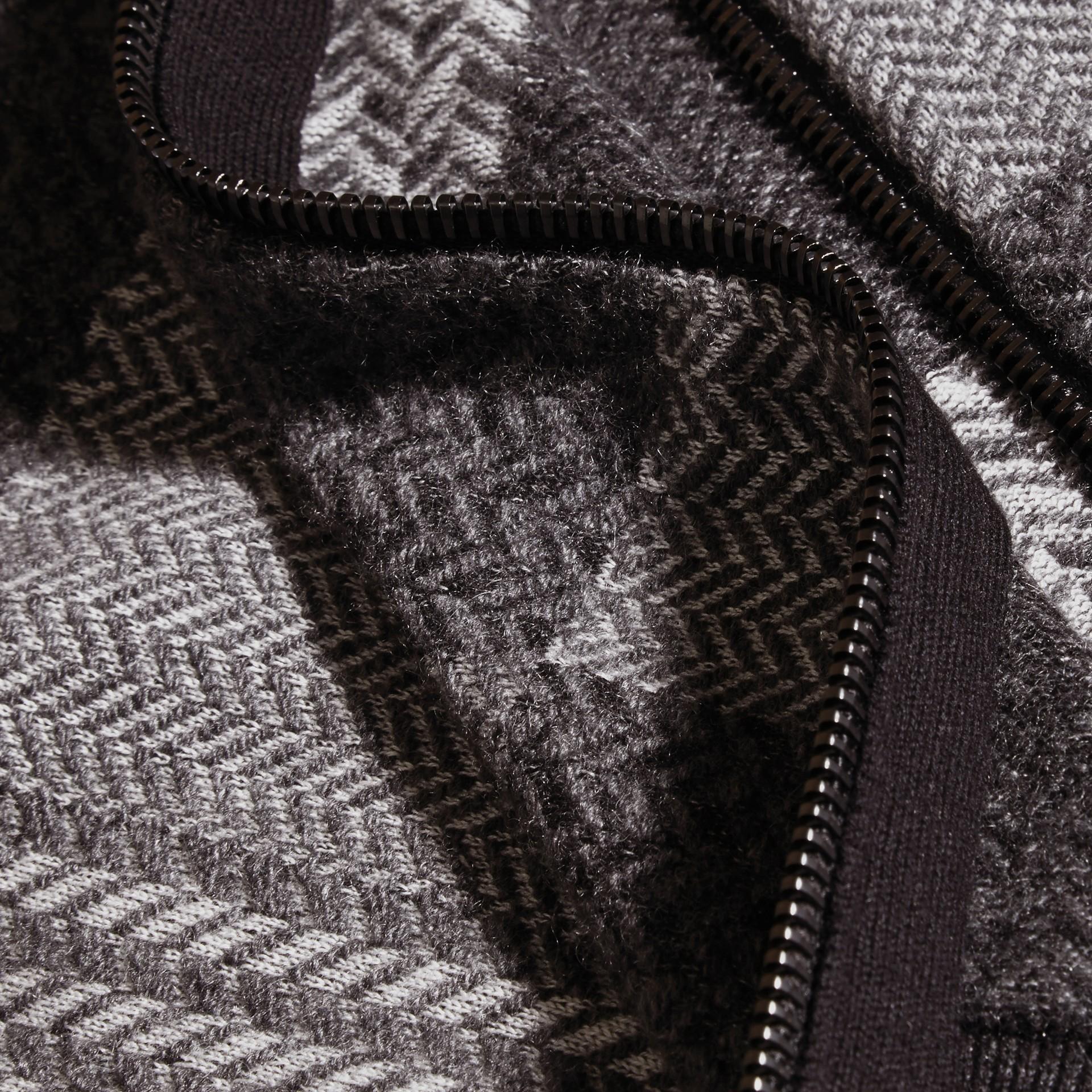 Camaïeu de gris sombres Veste à col entonnoir en maille de cachemire et coton - photo de la galerie 2