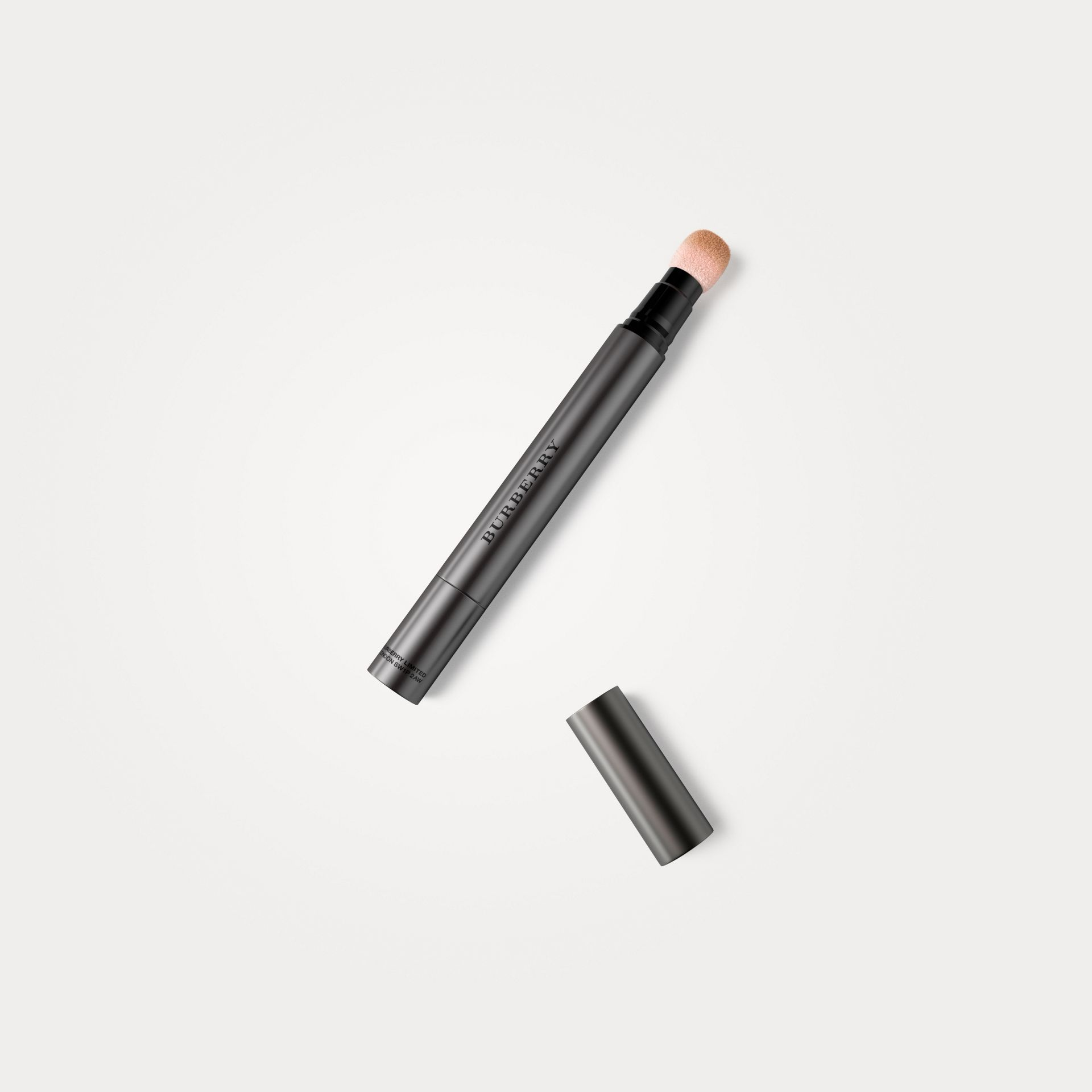 Honey 04 Burberry Cashmere Concealer – Honey No.04 - gallery image 1