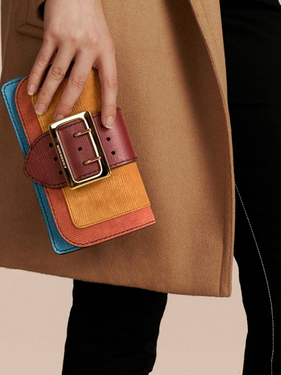 The Small Buckle Bag in Textured Leather Cognac - cell image 3