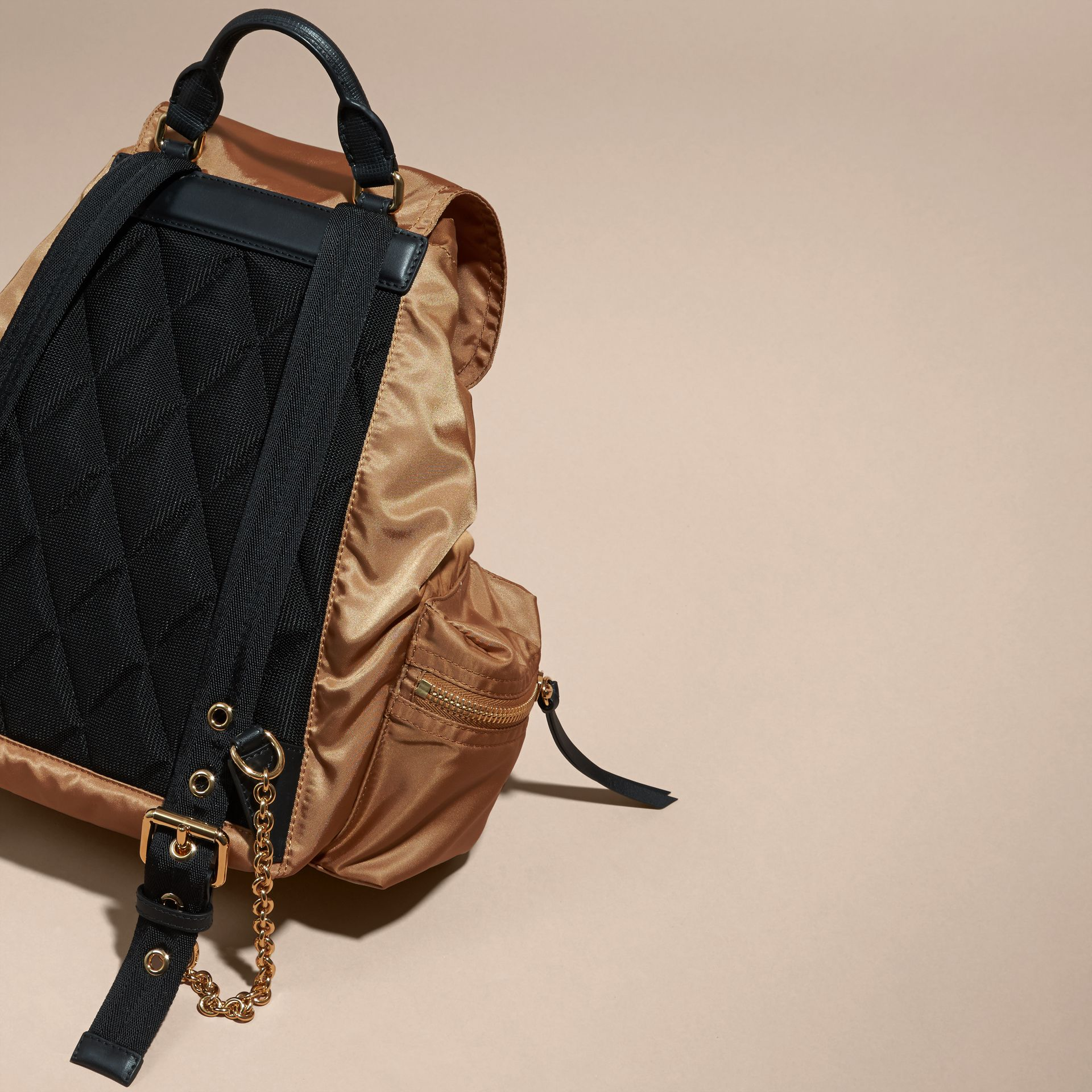 Sac The Rucksack medium en nylon technique et cuir (Lin Clair) - Femme | Burberry - photo de la galerie 5