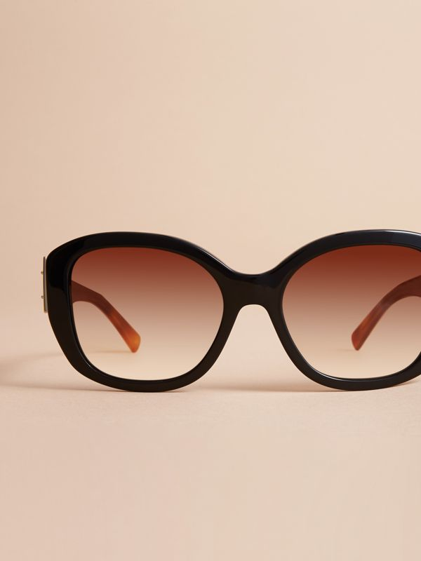 Buckle Detail Oversize Square Frame Sunglasses in Black - Women | Burberry Singapore - cell image 2