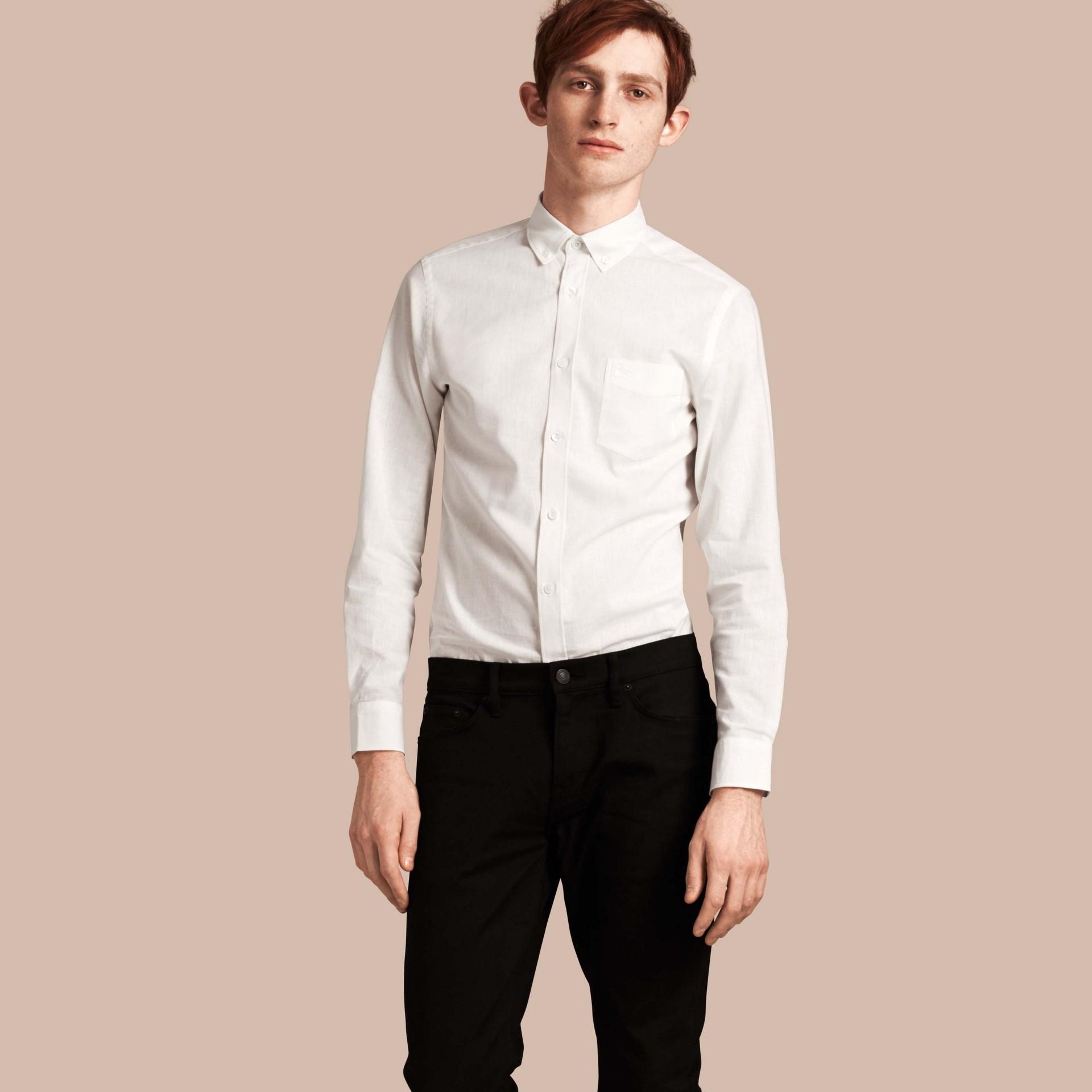 Bianco Camicia in cotone e lino con colletto button-down Bianco - immagine della galleria 1