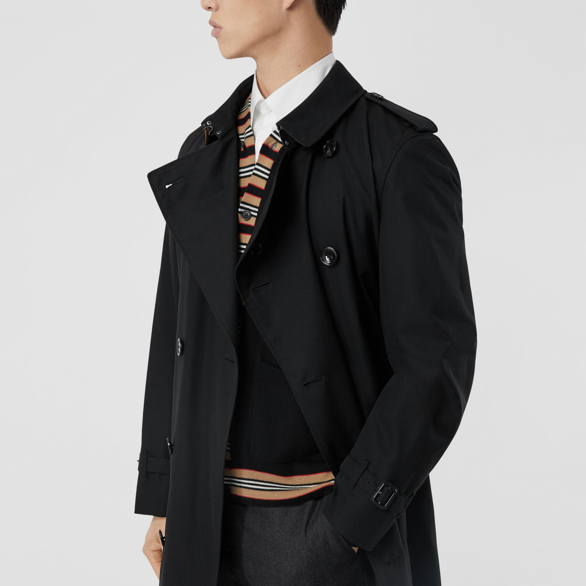 The Mid-length Chelsea Heritage Trench Coat in Black - Men | Burberry - gallery image 10