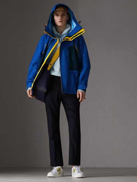 Jaqueta de nylon em três tons com capuz (Azul Marinho Intenso)