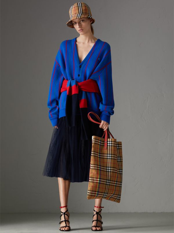 Large Rainbow Vintage Check Shopper in Bright Peony | Burberry United Kingdom - cell image 2