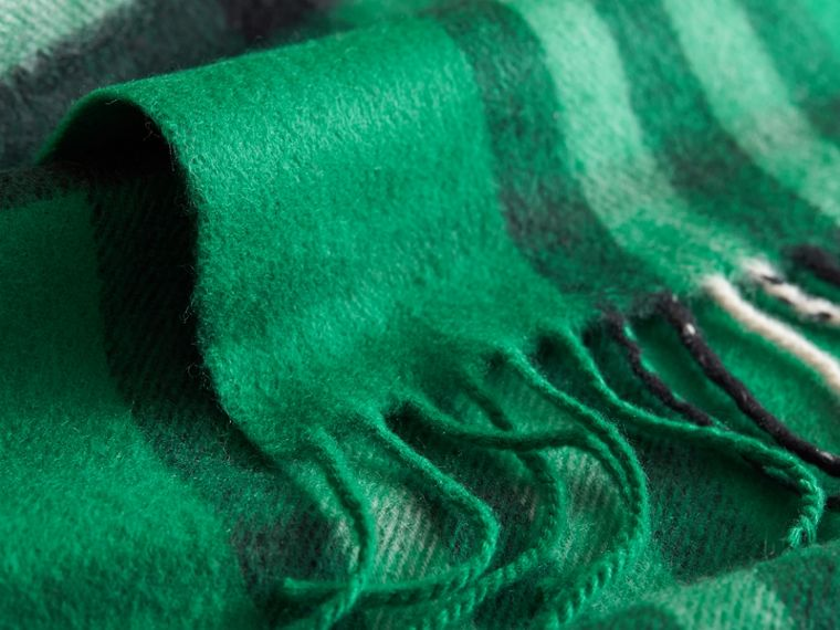 The Mini Classic Check Cashmere Scarf in Emerald | Burberry Australia - cell image 2