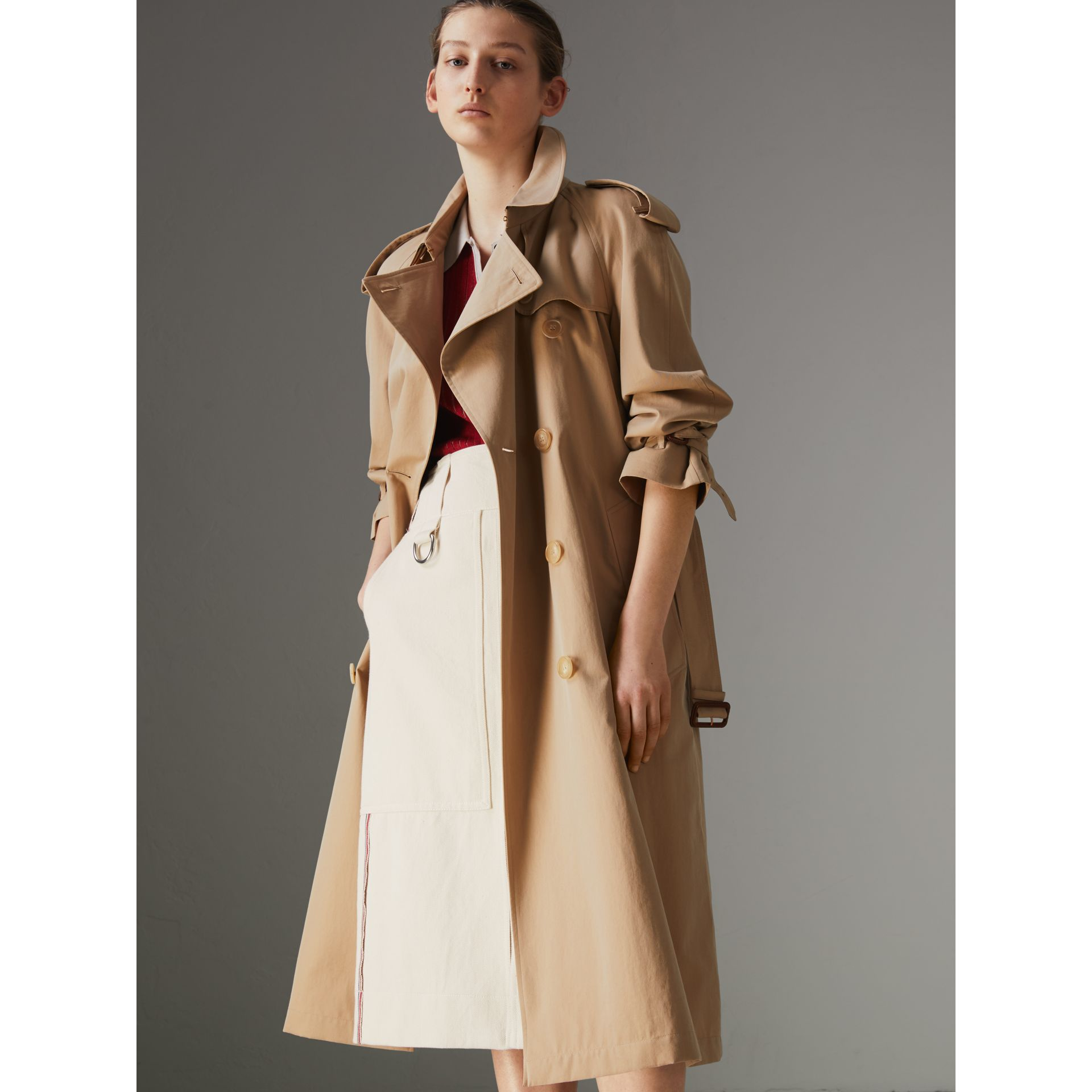 The Long Westminster Heritage Trench Coat in Honey - Women | Burberry Canada - gallery image 5