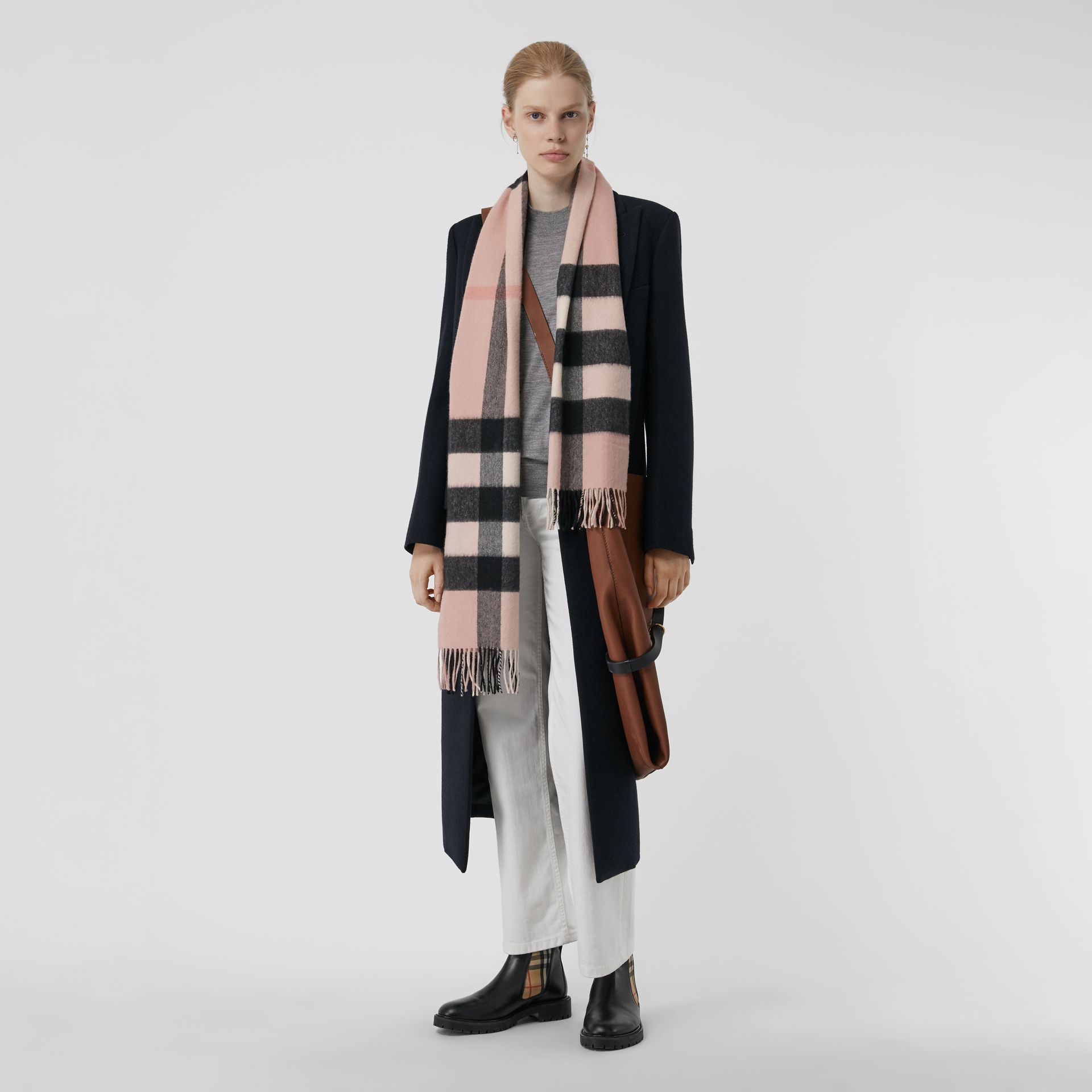 The Large Classic Cashmere Scarf in Check in Ash Rose | Burberry United Kingdom - gallery image 2