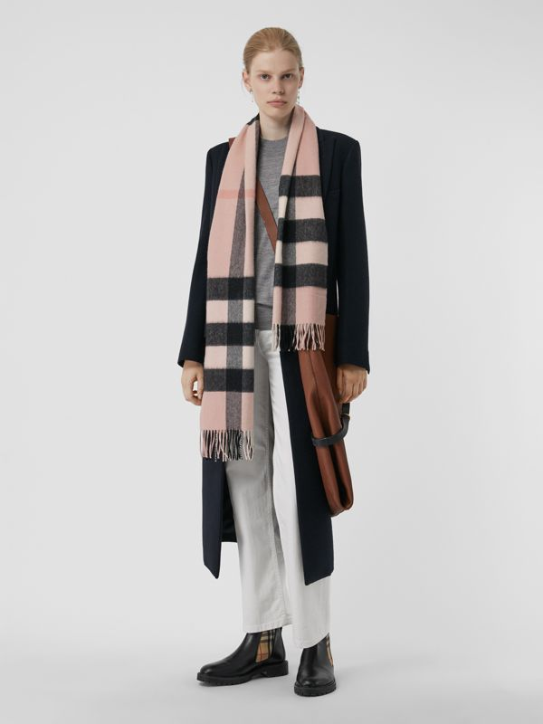 The Large Classic Cashmere Scarf in Check in Ash Rose | Burberry United States - cell image 2