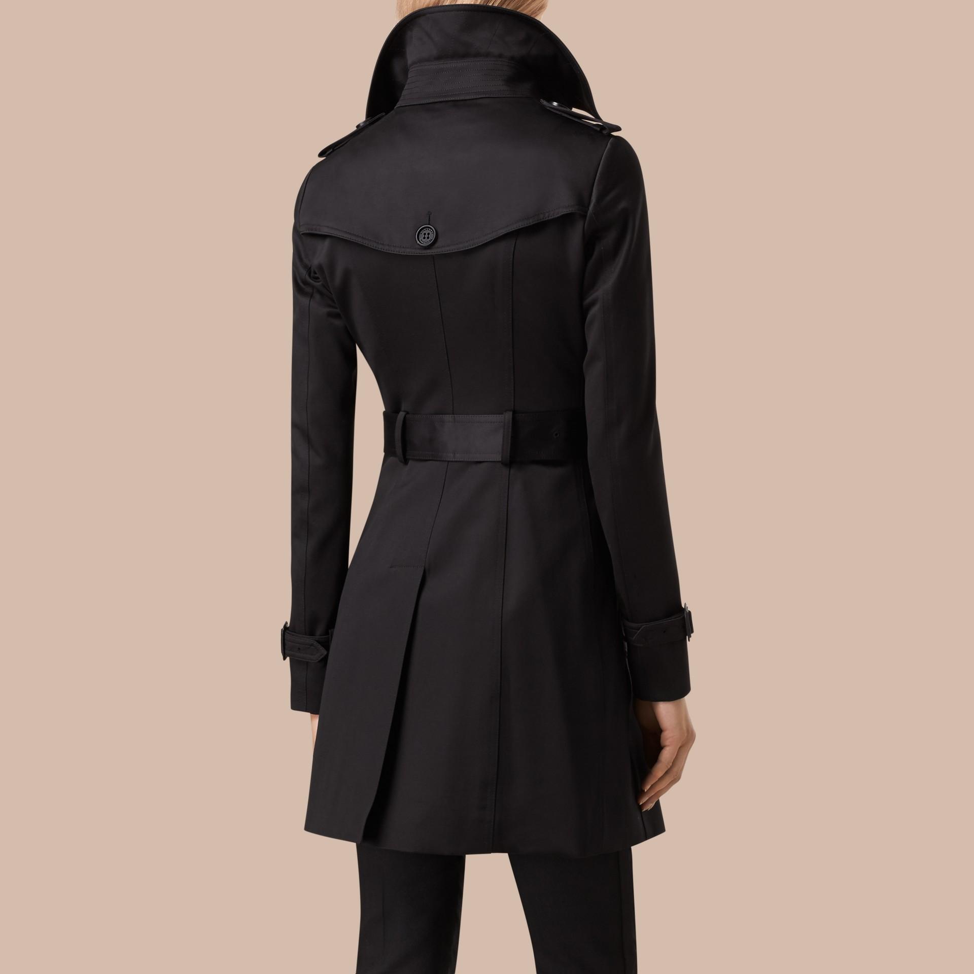 Nero Trench coat in satin di cotone Nero - immagine della galleria 3