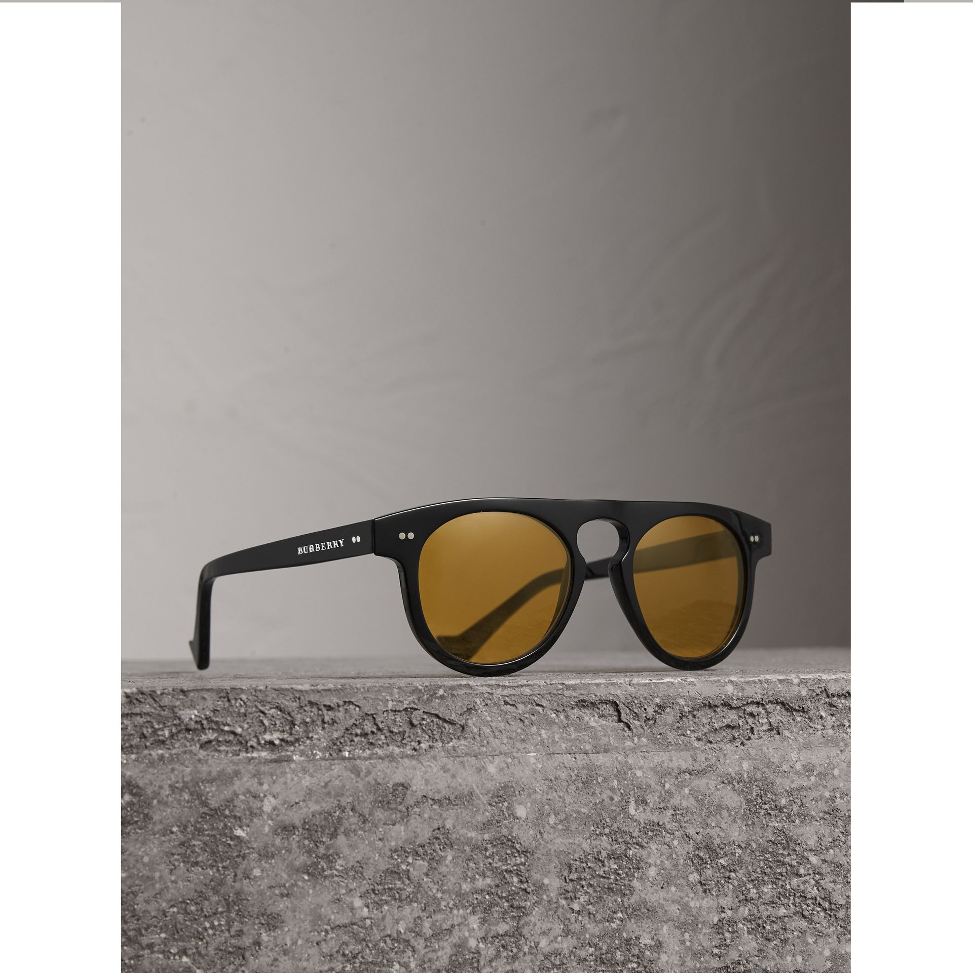 The Keyhole Round Frame Sunglasses in Black/yellow | Burberry - gallery image 0