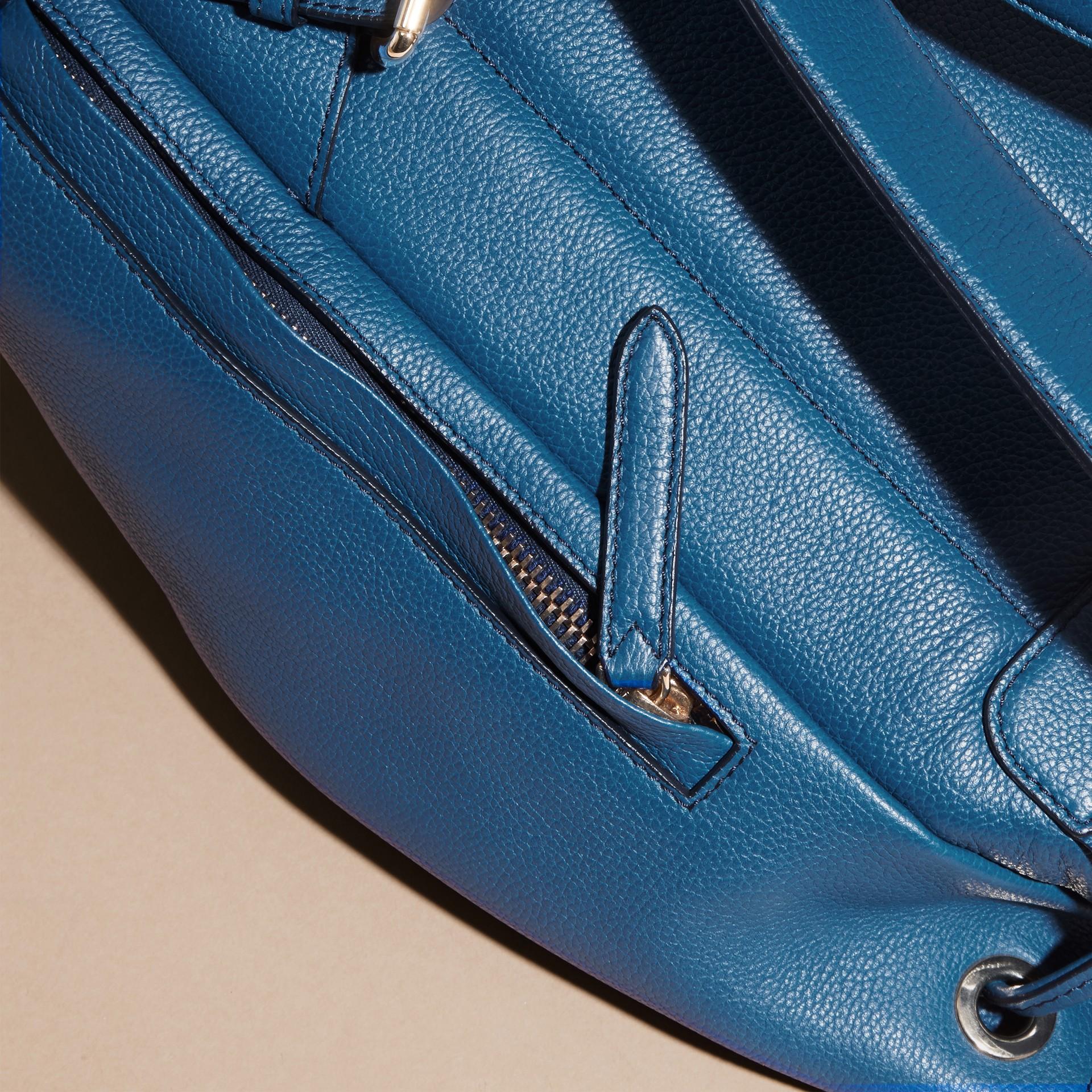 Blu minerale Zaino in pelle a grana Blu Minerale - immagine della galleria 7