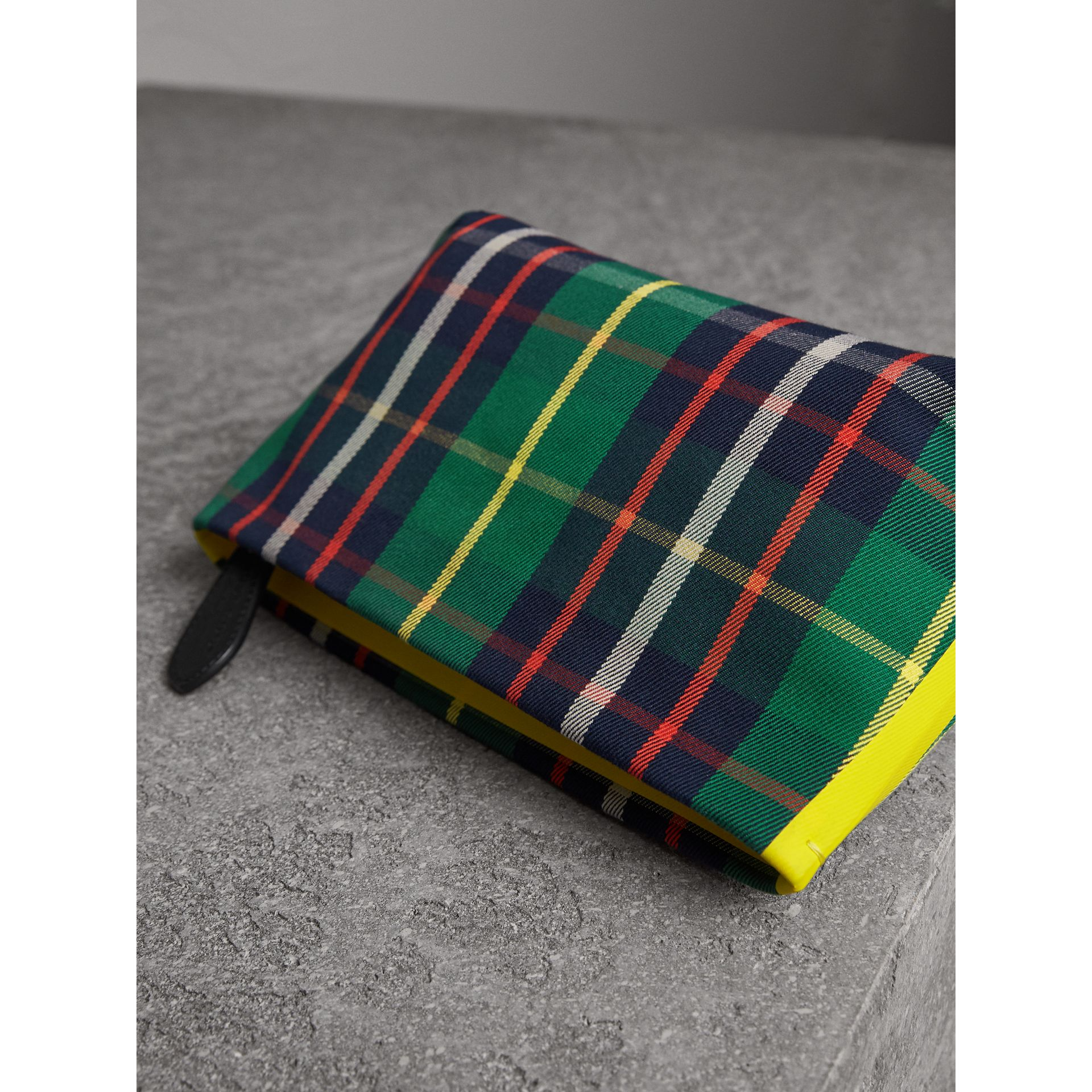 Tartan Cotton Clutch in Forest Green/deep Navy | Burberry Singapore - gallery image 4