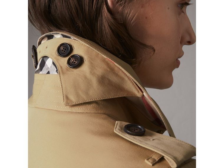 The Chelsea – Short Trench Coat in Honey - Women | Burberry Australia - cell image 1