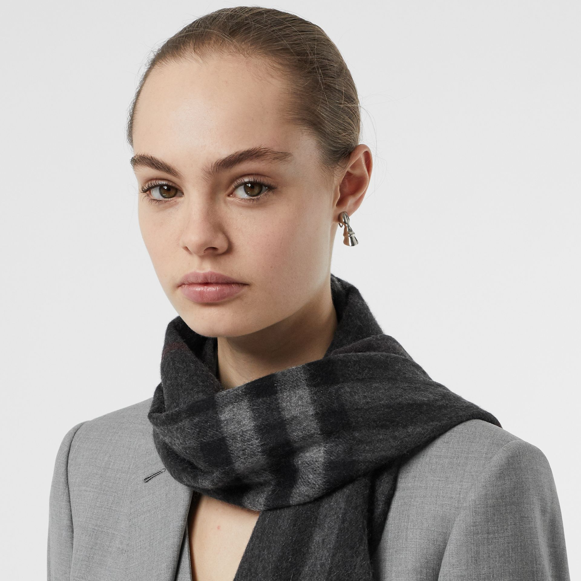 The Classic Check Cashmere Scarf in Charcoal | Burberry Hong Kong - gallery image 2