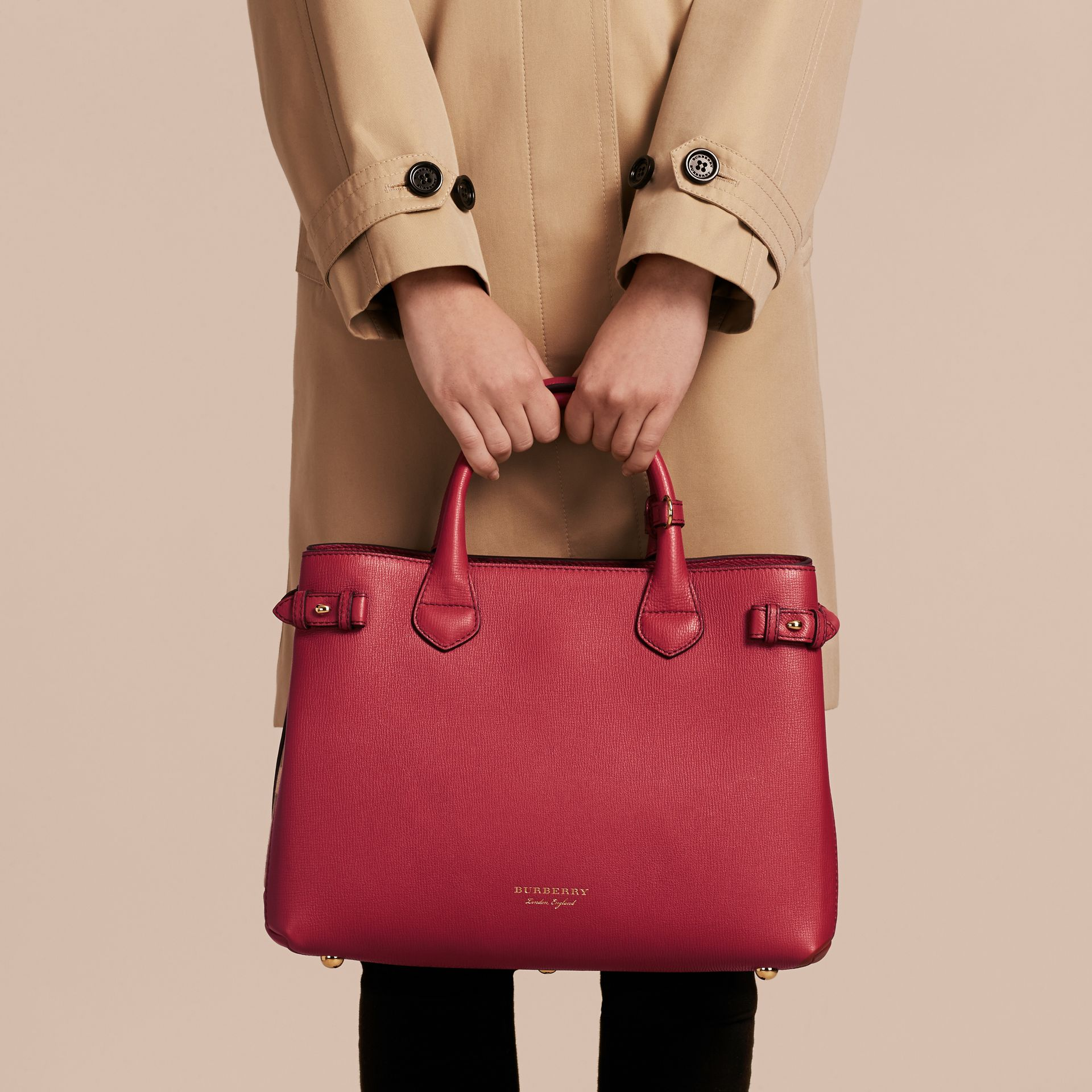 The Medium Banner in Leather and House Check in Russet Red - Women | Burberry Hong Kong - gallery image 4