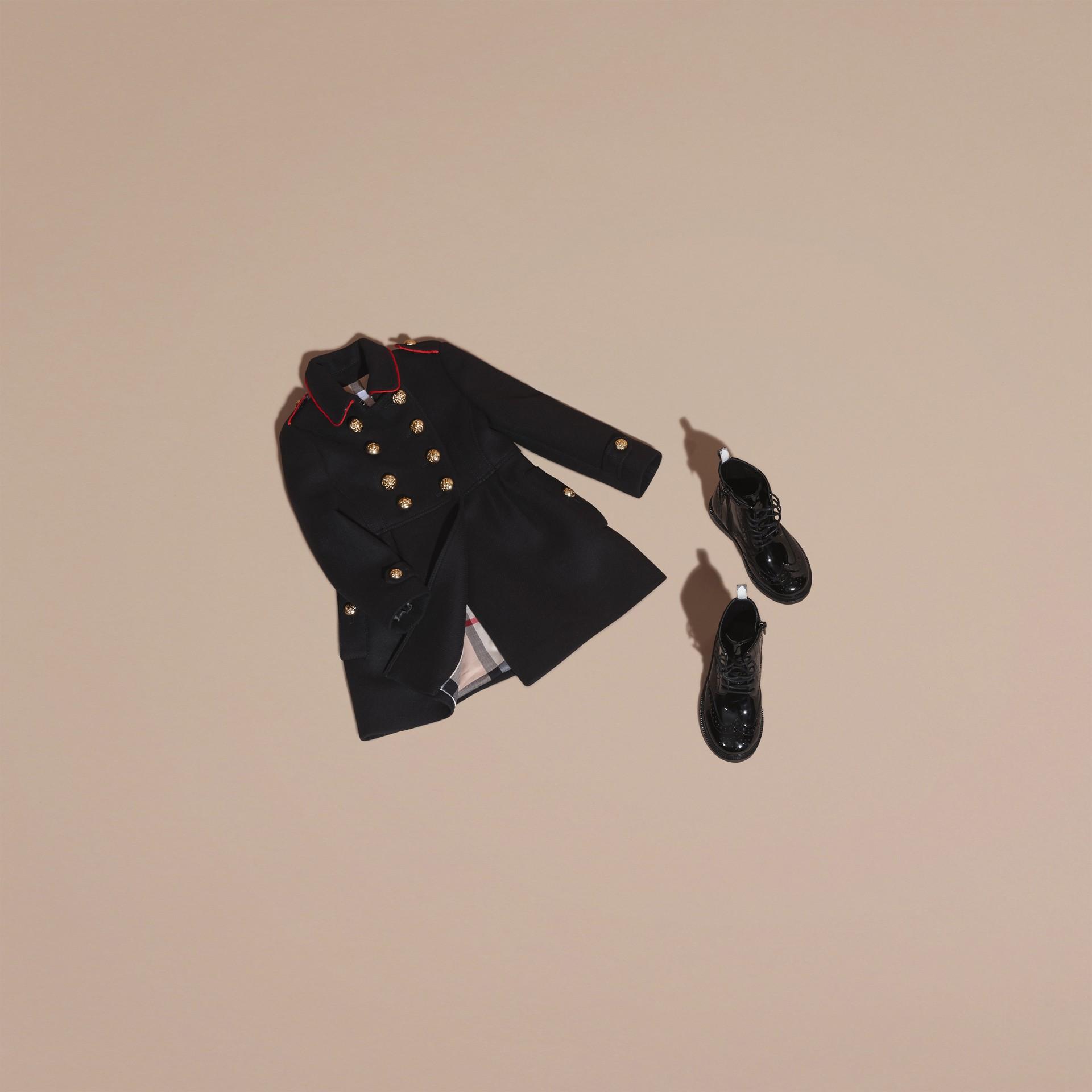 Marine Manteau en laine et cachemire mélangés avec détails militaires - photo de la galerie 5