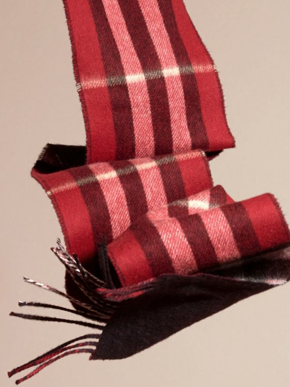 Parade red/navy The Slim Reversible Cashmere Scarf in Check Parade Red/navy - cell image 3