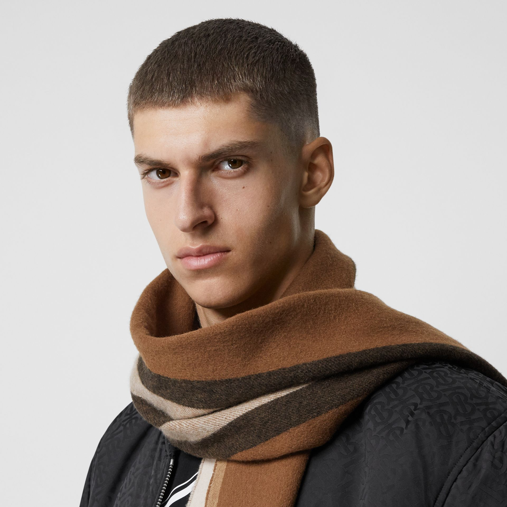 Reversible Icon Stripe Cashmere Scarf in Dark Chestnut Brown | Burberry Australia - gallery image 3