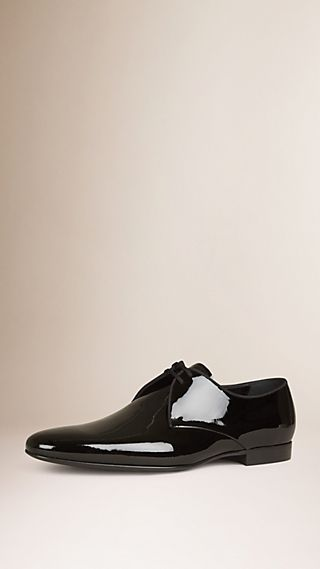 Scarpe con lacci in pelle lucida