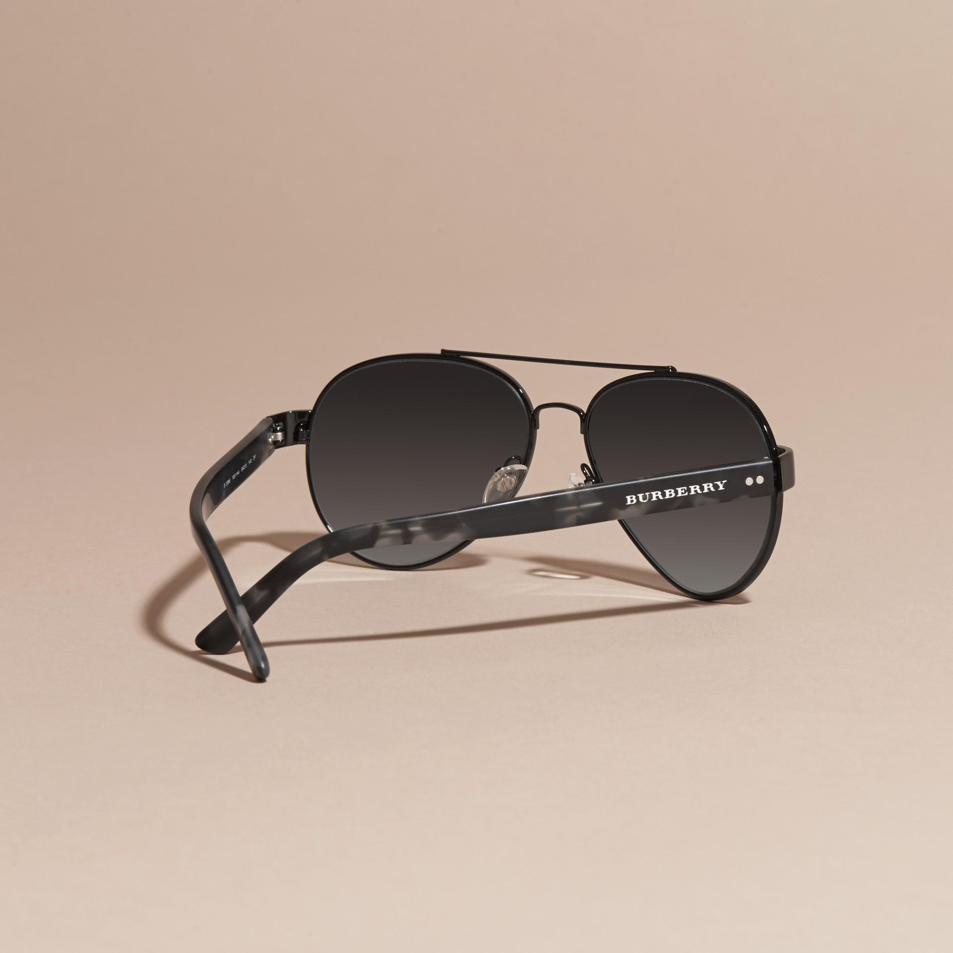 lunettes de soleil aviateur noir homme burberry. Black Bedroom Furniture Sets. Home Design Ideas