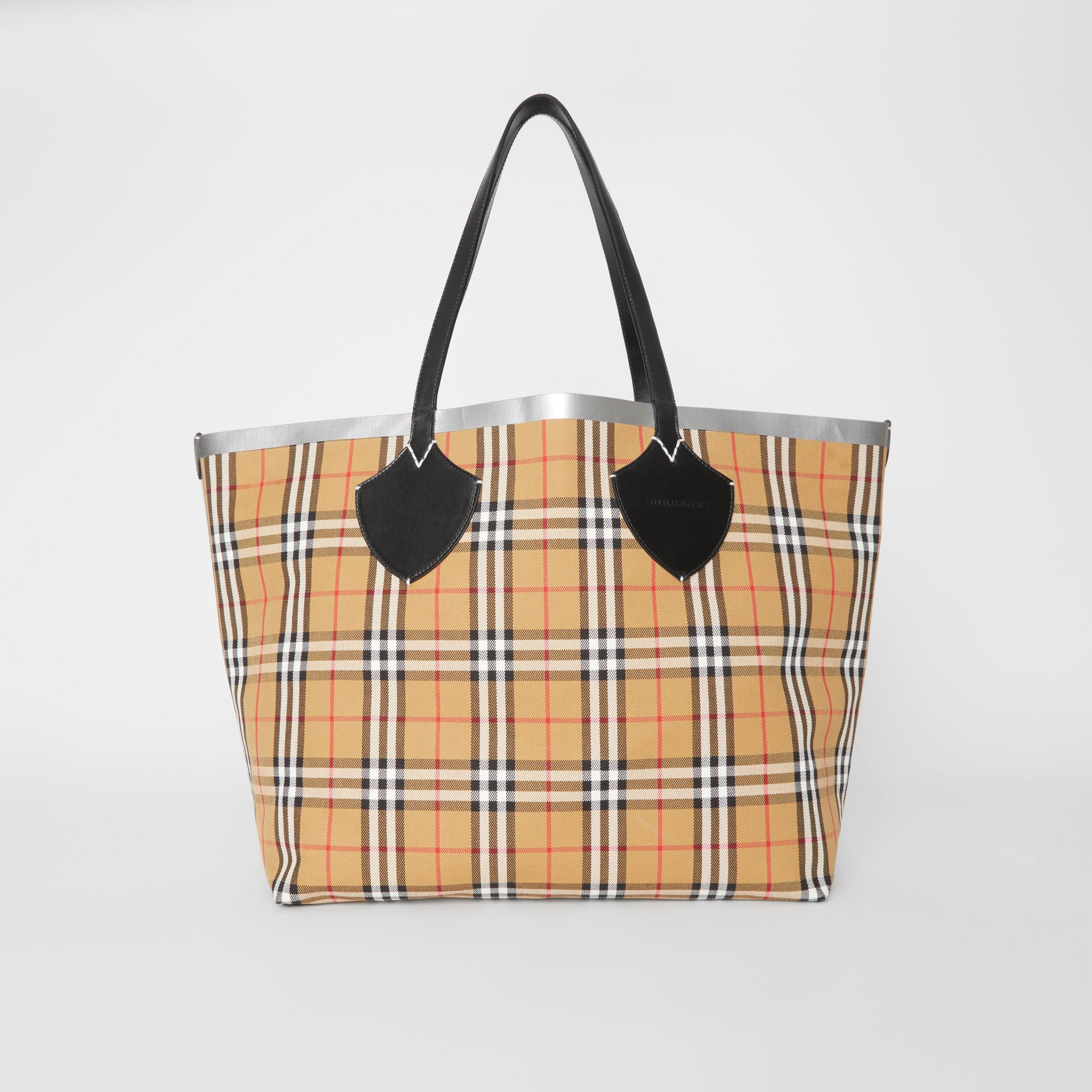 The Giant Reversible Tote in Vintage Check in Black/silver | Burberry - gallery image 0