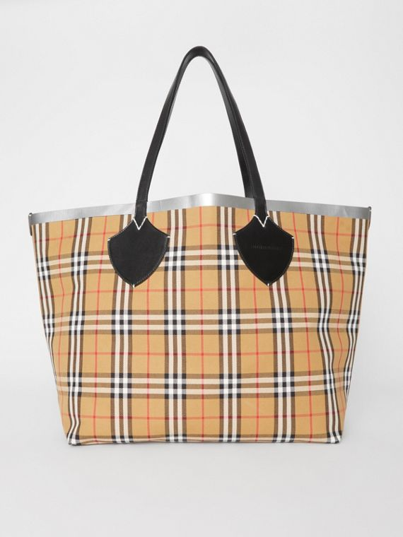 The Giant Reversible Tote in Vintage Check in Black/silver