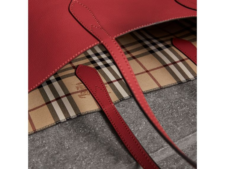 The Medium Reversible Tote in Haymarket Check and Leather in Coral Red - Women | Burberry - cell image 4