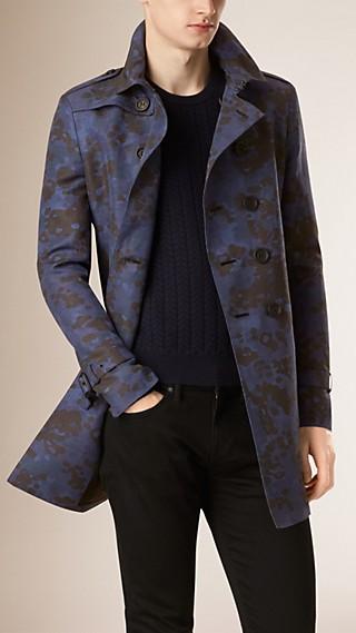 Trench-coat en lin et soie à imprimé camouflage