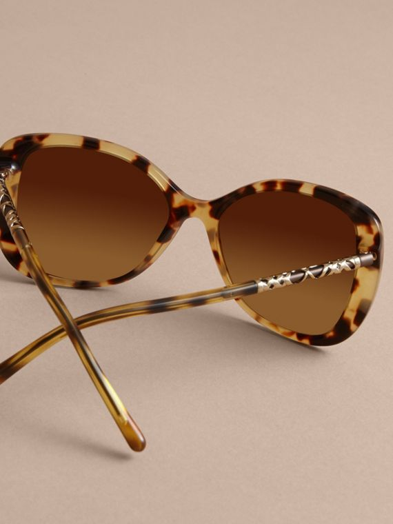 Check Detail Butterfly Frame Sunglasses Umber Yellow - cell image 3