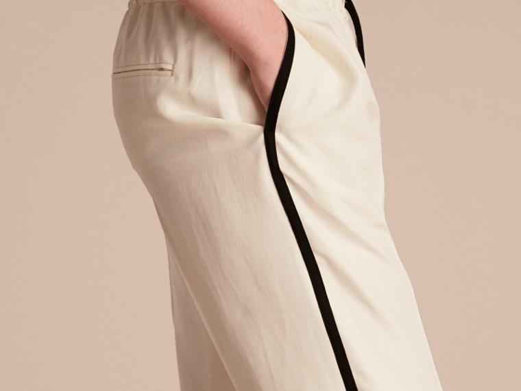 Parchemin Pantalon de survêtement ajusté en soie - cell image 4