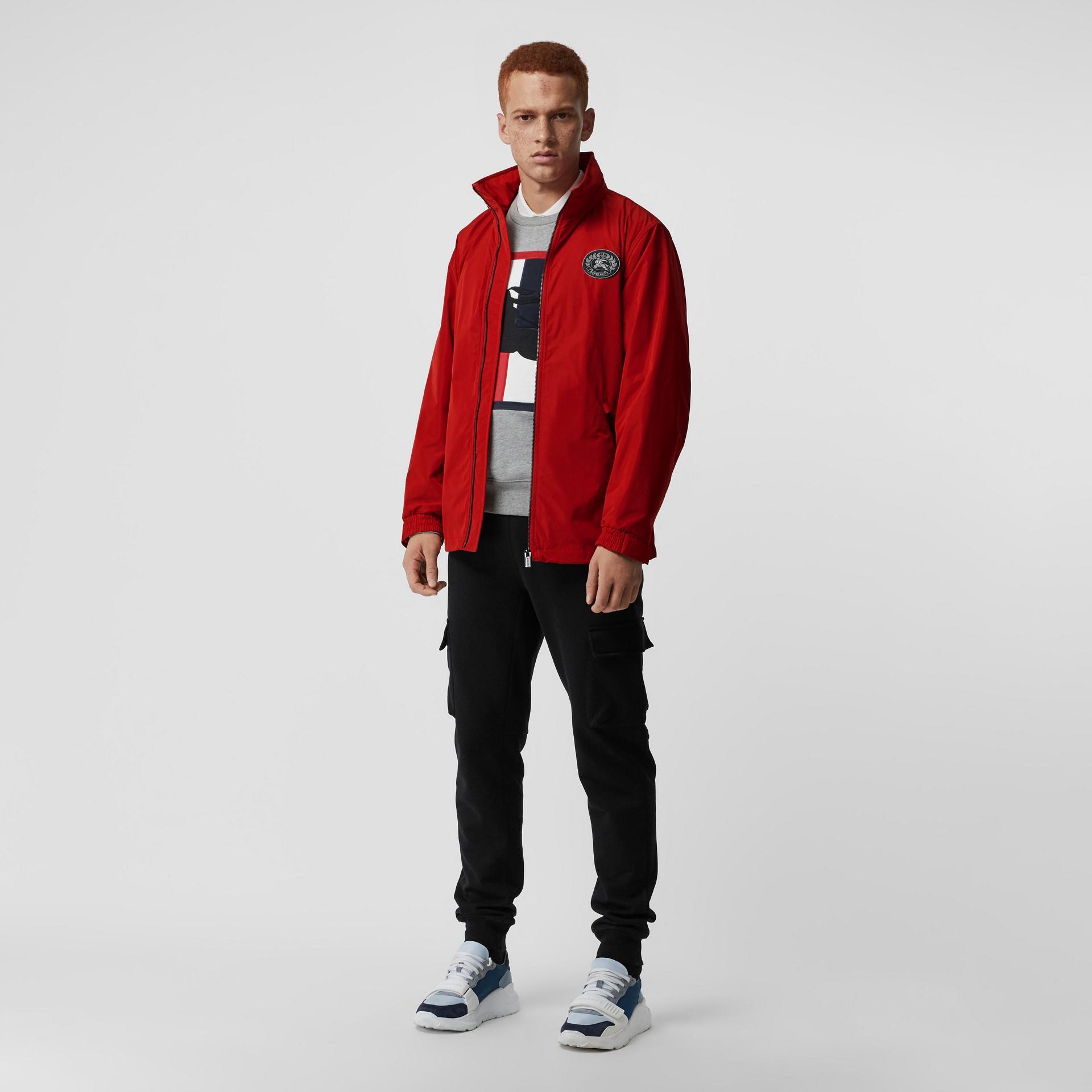 Chaqueta en tafetán de efecto memoria con capucha plegable (Rojo Militar) - Hombre | Burberry - imagen de la galería 0