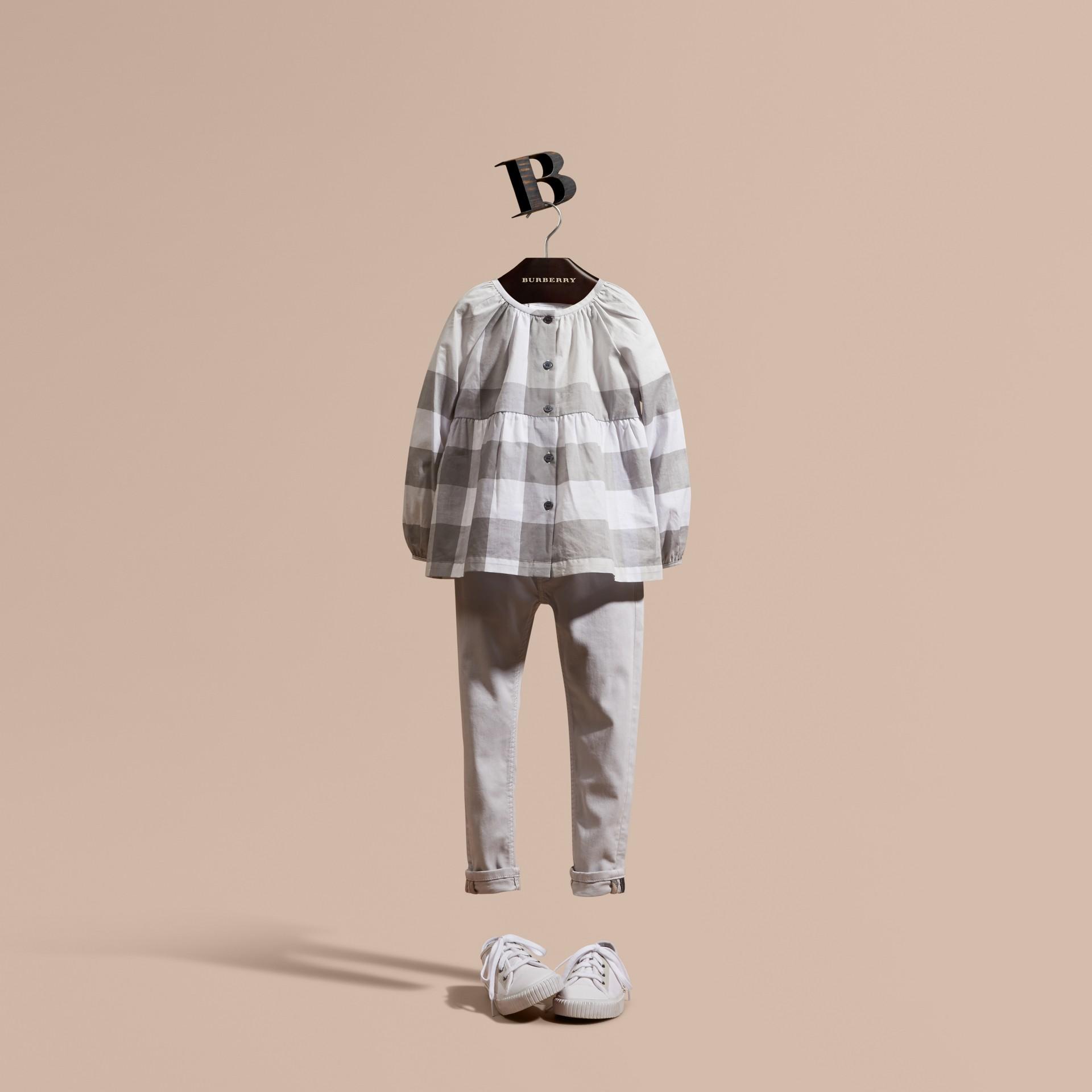 Gris clair Chemisier en coton à motif check avec manches bouffantes Gris Clair - photo de la galerie 1