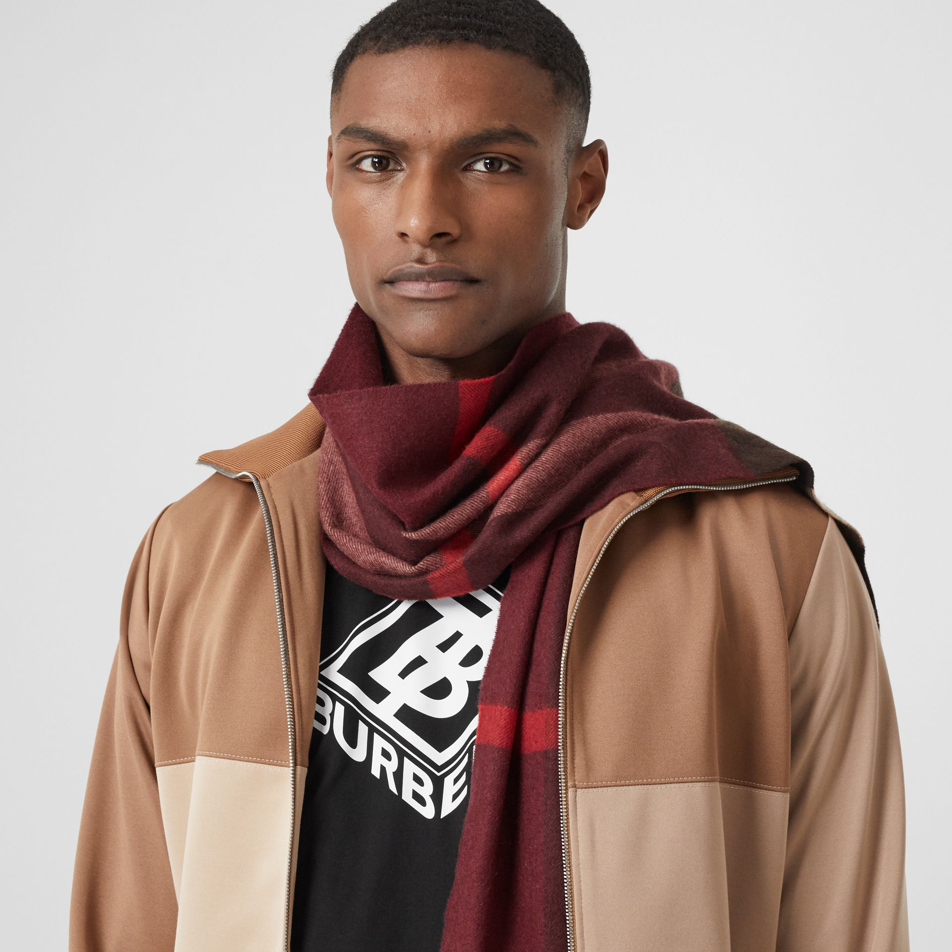 Check Cashmere Scarf in Burgundy | Burberry United Kingdom - gallery image 3