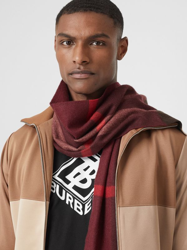 Check Cashmere Scarf in Burgundy | Burberry United Kingdom - cell image 3