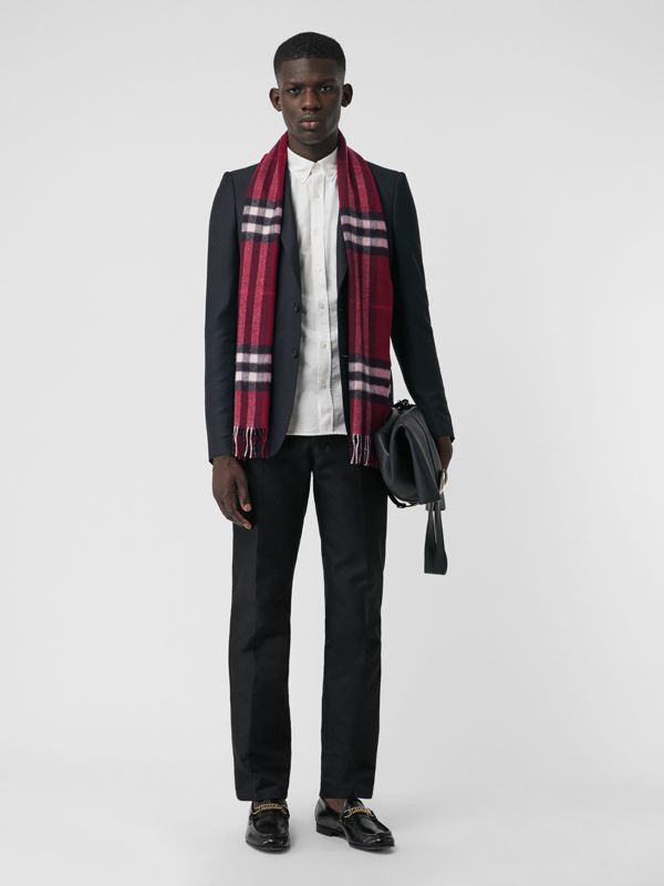 The Classic Check Cashmere Scarf in Plum | Burberry United Kingdom - cell image 2