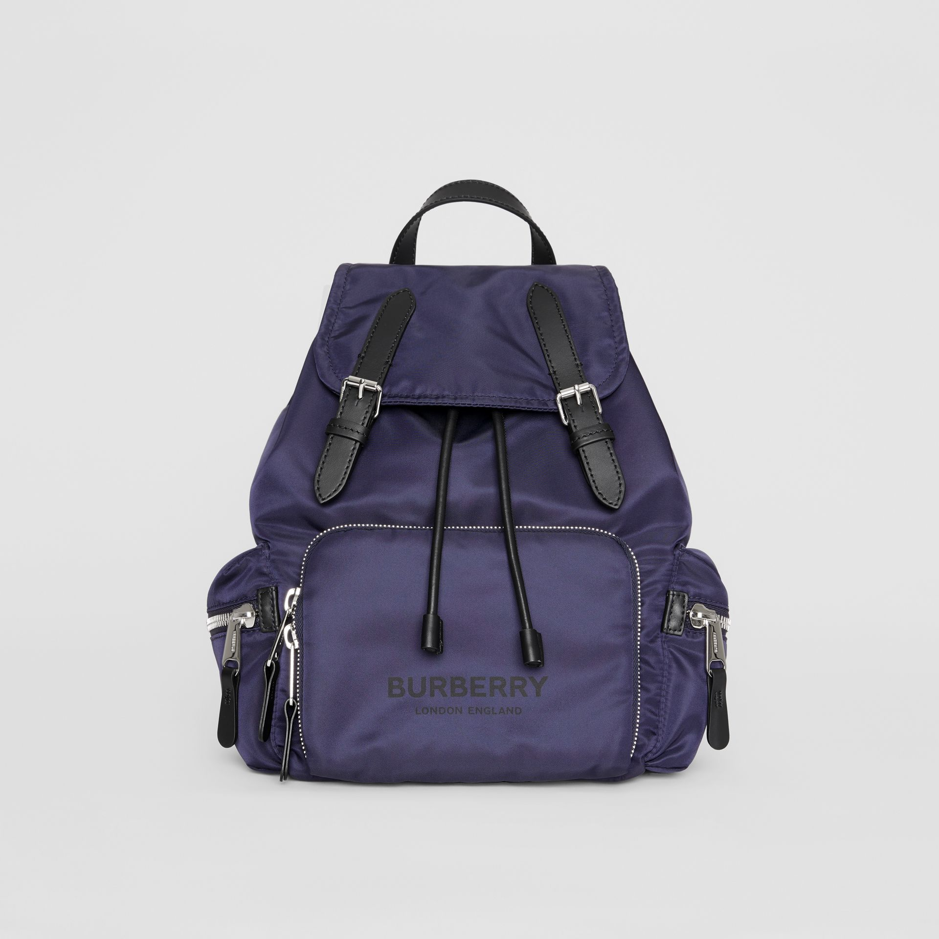 Sac The Rucksack moyen en nylon avec logo (Bleu Marine) - Femme | Burberry - photo de la galerie 0