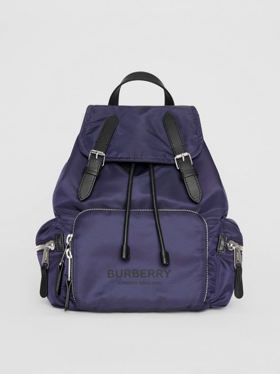 The Medium Rucksack aus Nylon mit Burberry-Logo (Marineblau)