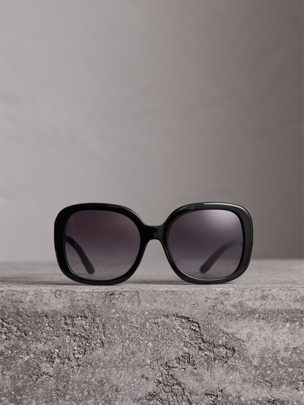 Square Frame Sunglasses in Black - Women | Burberry United Kingdom - cell image 3