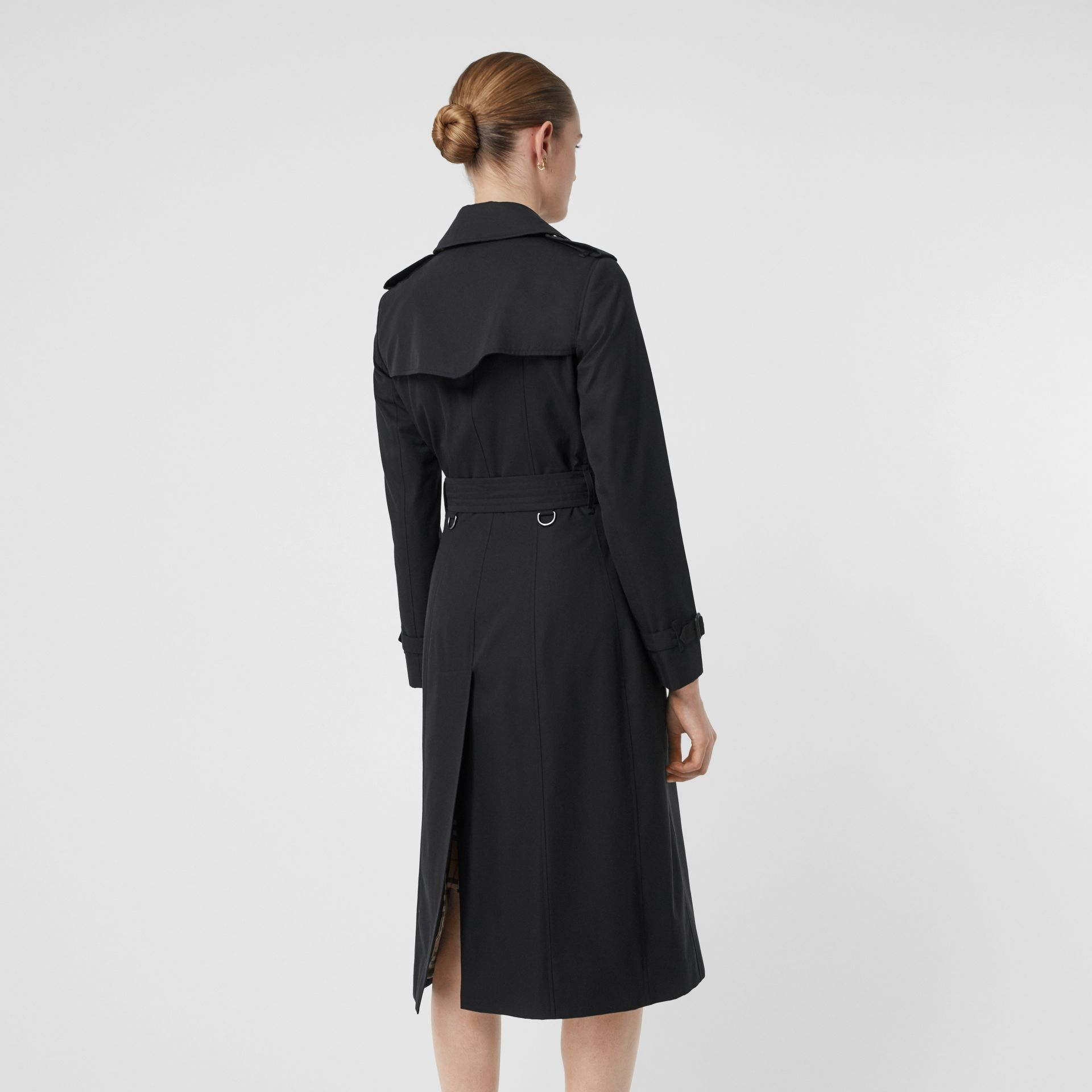 The Long Chelsea Heritage Trench Coat in Midnight - Women | Burberry Singapore - gallery image 2