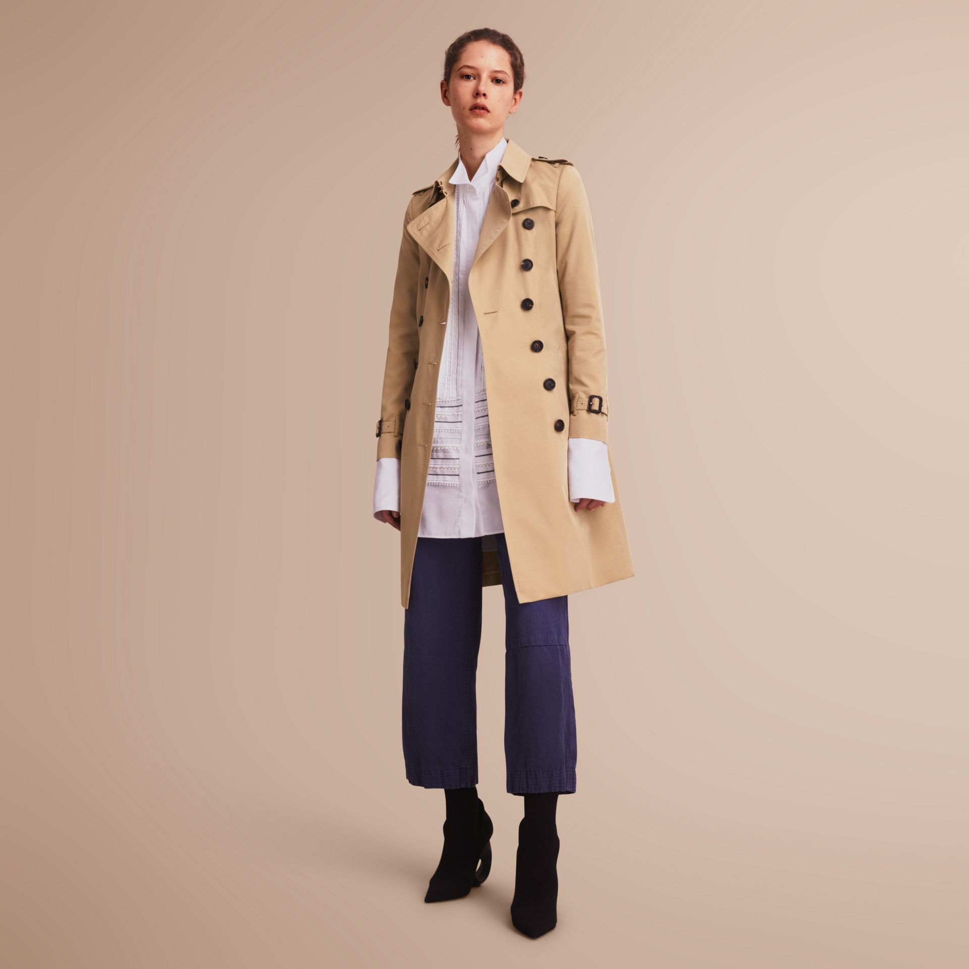 The Chelsea – Long Heritage Trench Coat in Honey - Women | Burberry - gallery image 7