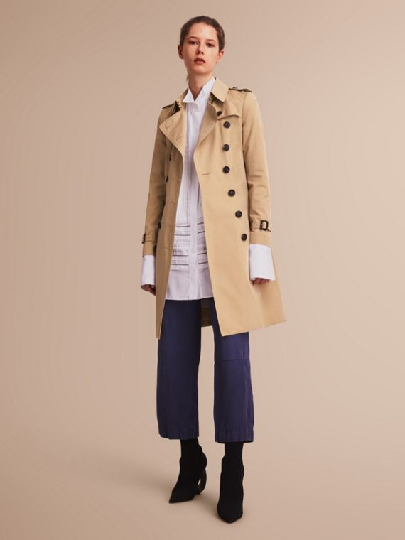 The Chelsea – Long Heritage Trench Coat in Honey - Women | Burberry Singapore