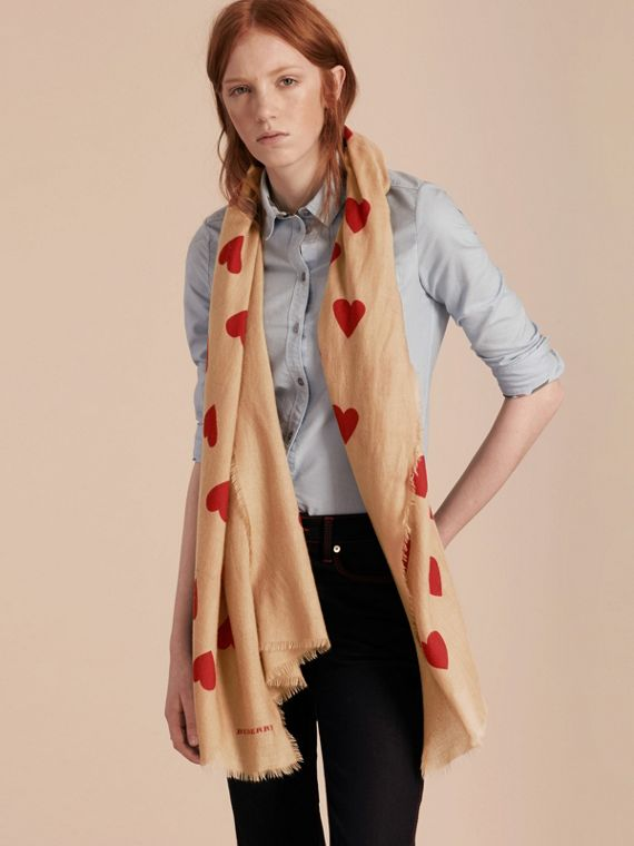 Camel/parade red The Lightweight Cashmere Scarf in Heart Print Camel/parade Red - cell image 2