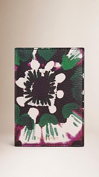 Étui pour passeport en cuir grené à imprimé tie and dye