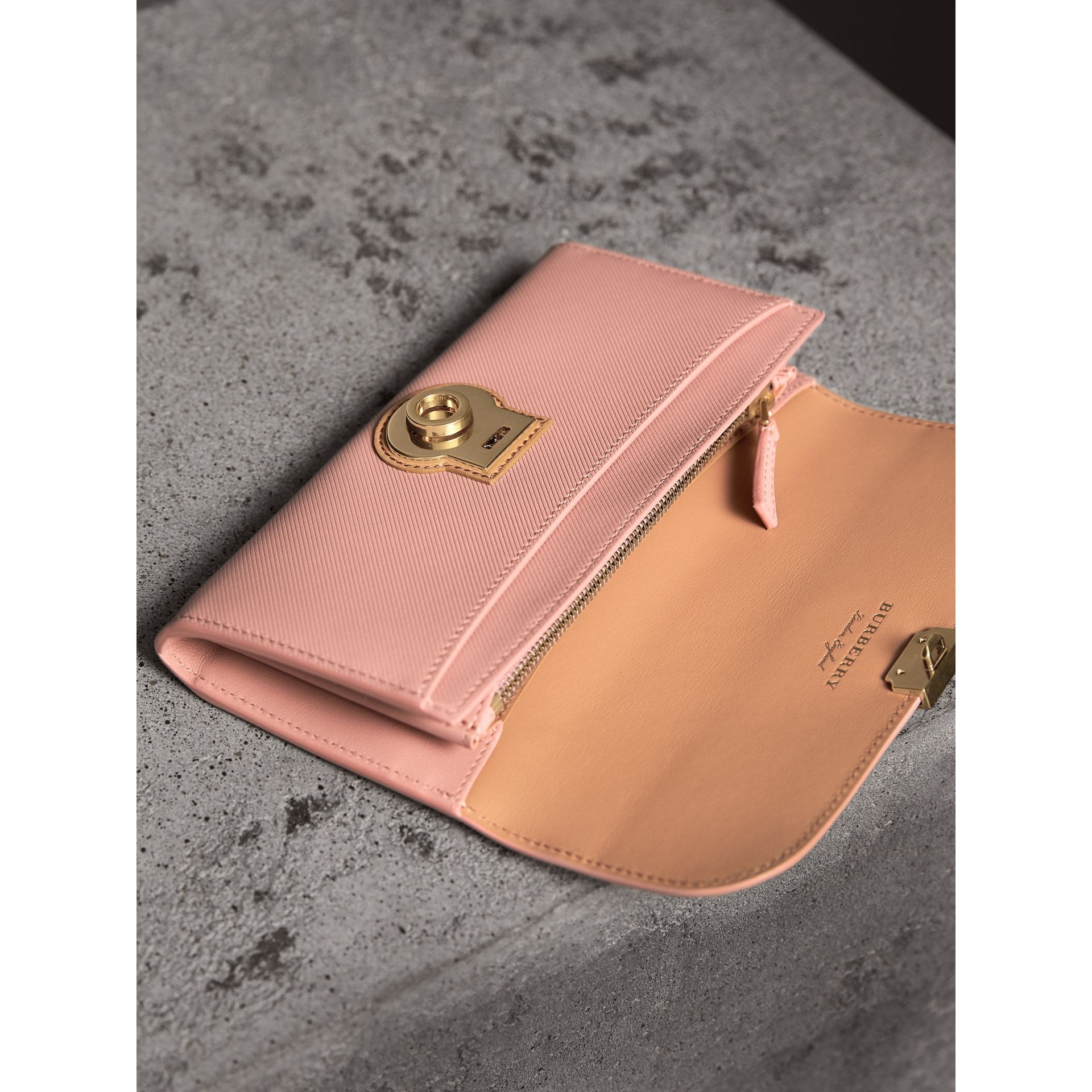 Two-tone Trench Leather Continental Wallet in Ash Rose/pale Clementine - Women | Burberry - gallery image 3