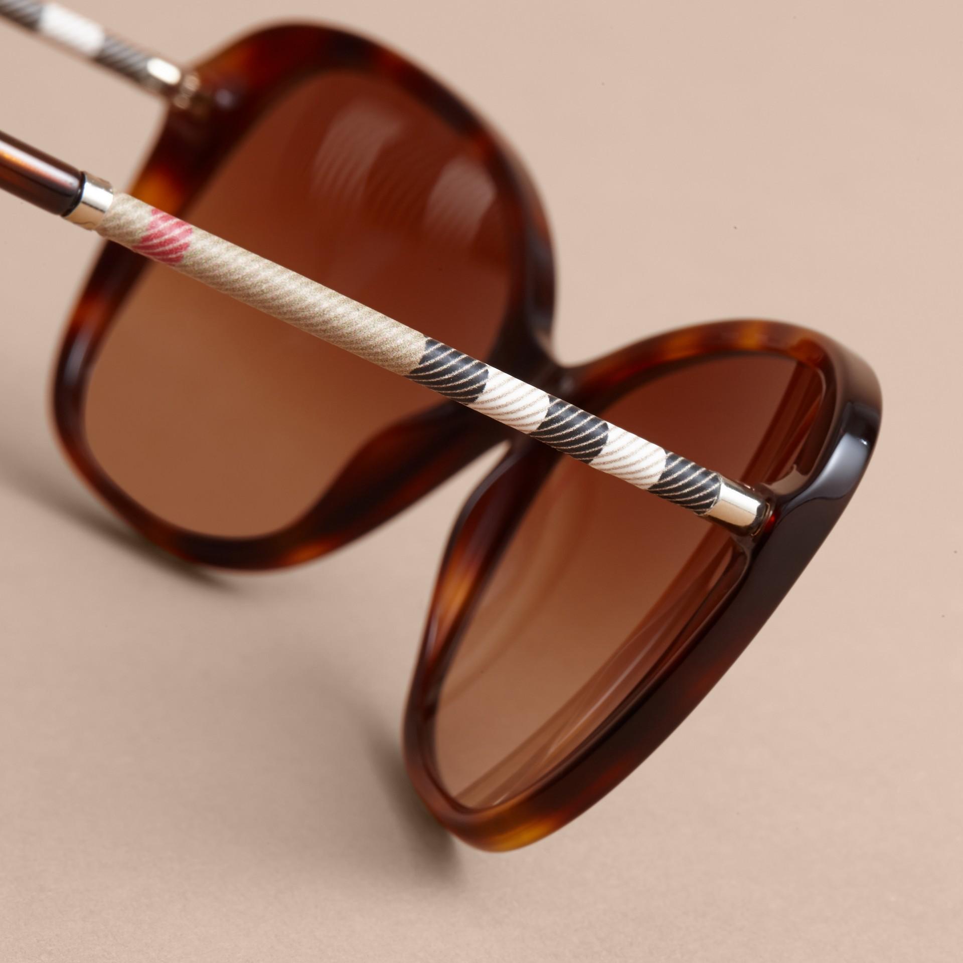 Check Detail Butterfly Frame Sunglasses Tortoiseshell - gallery image 2