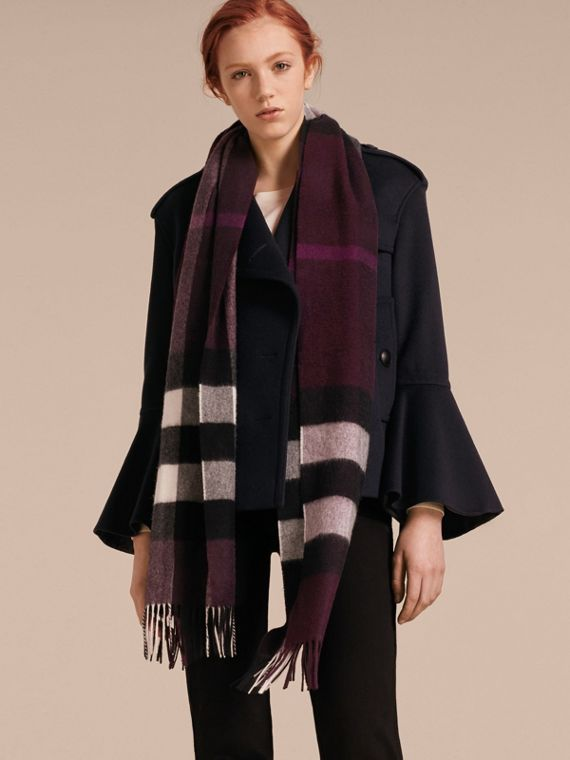 The Large Classic Cashmere Scarf in Check Aubergine - cell image 2