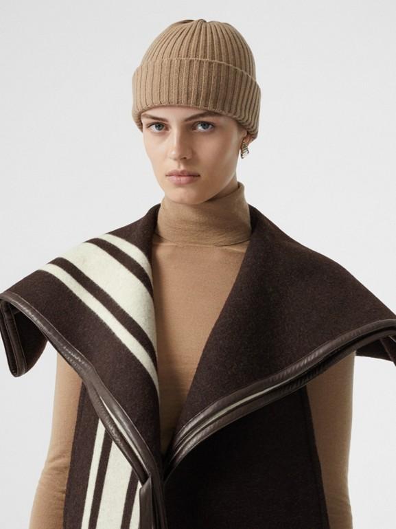 羔羊皮飾帶條紋細節設計羊毛提花披肩 (棕色) - 女款 | Burberry - cell image 1