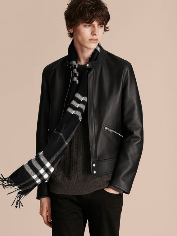 The Classic Cashmere Scarf in Check  in Black - cell image 3