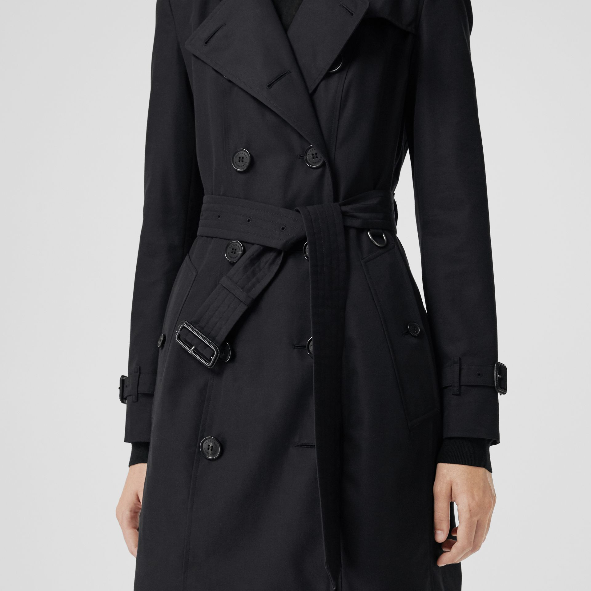 The Chelsea Heritage Trench Coat in Midnight - Women | Burberry Singapore - gallery image 4